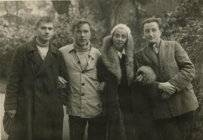 Хеся и Борис Чирков слева, 30-е гг.