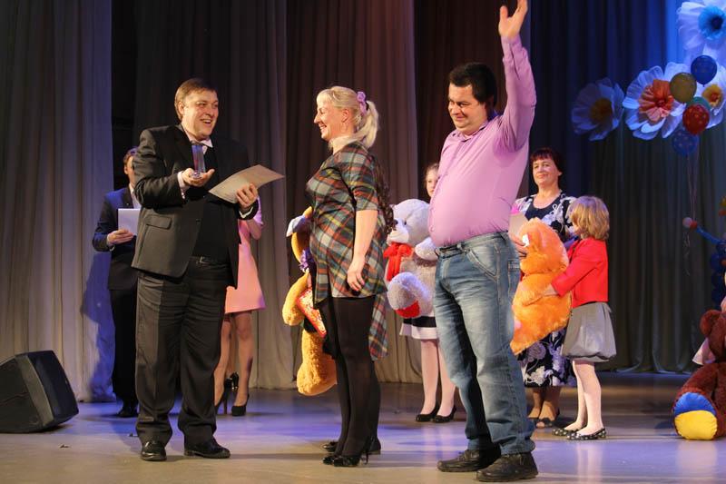 С.В. Филипченко поздравляет победителей