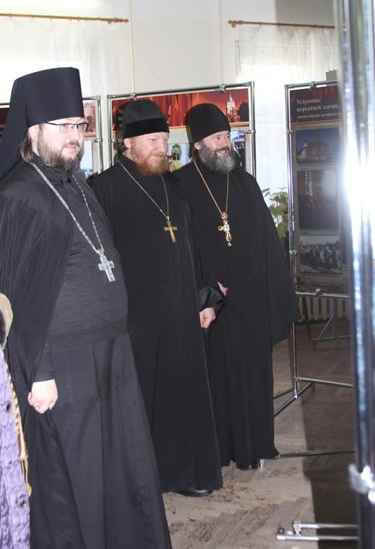 Слева направо: игумен Мелетий, протоиереи Михаил Гольцман и Иаков Кушнир