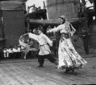 Выступление Звягиной перед моряками, 1943 г.