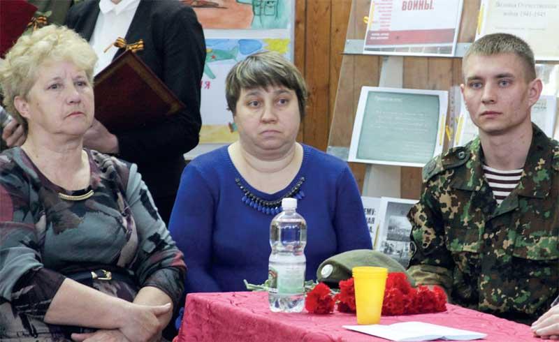 Елена Щеглова с сыном Евгением и Наталья Ивановна Медникова