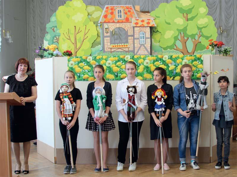 С.В. Дедкова и артисты кукольного театра