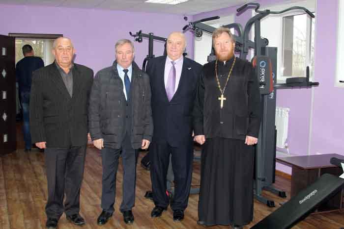 Слева направо: А.А. Лоскутов, В.М. Новиков, Н.И. Кондратов, о. Михаил Гольцман