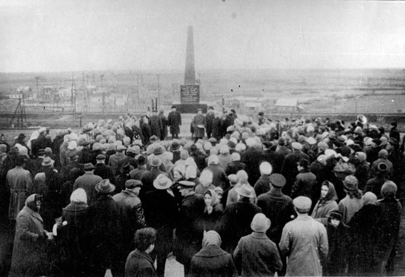 Открытие памятника у Бухтеева рва 20 октября 1968 года