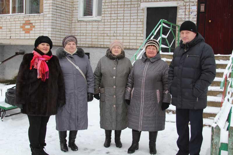 Игорь Федоров с жильцами дома №5
