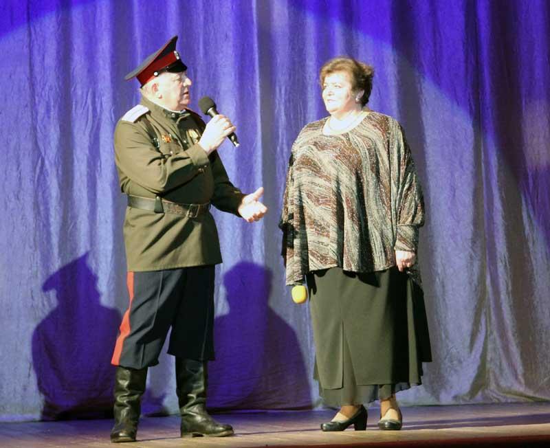 Музыкальный подарок от ветеранов рославльской сцены Тамары Яковлевой и Александра Симонова