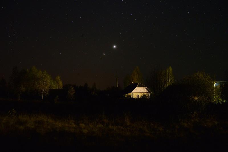Восход трёх планет - Марса, Юпитера и Венеры (слева направо). Фото Павла Дымникова
