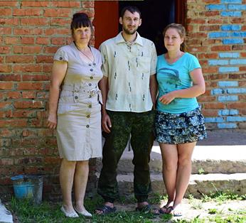 Слева направо: Евгения Николаевна, Юра и Настя