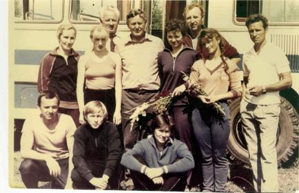 На снимке: руководство Смоленского авиаспортклуба, смоленские парашютисты и В.М. Голубев (крайний справа)