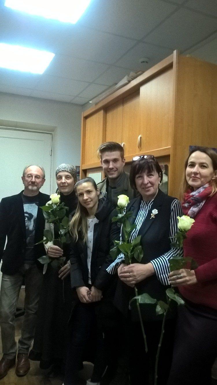 Алексей Михайлов с преподавателями Рославльской ДХШ