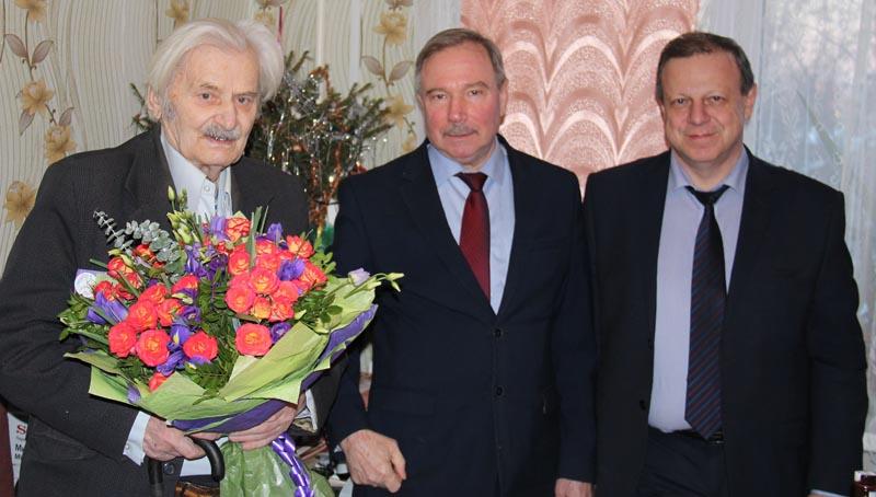 Слева направо: В.В. Власенков, В.М. Новиков, Ю.А. Черняк