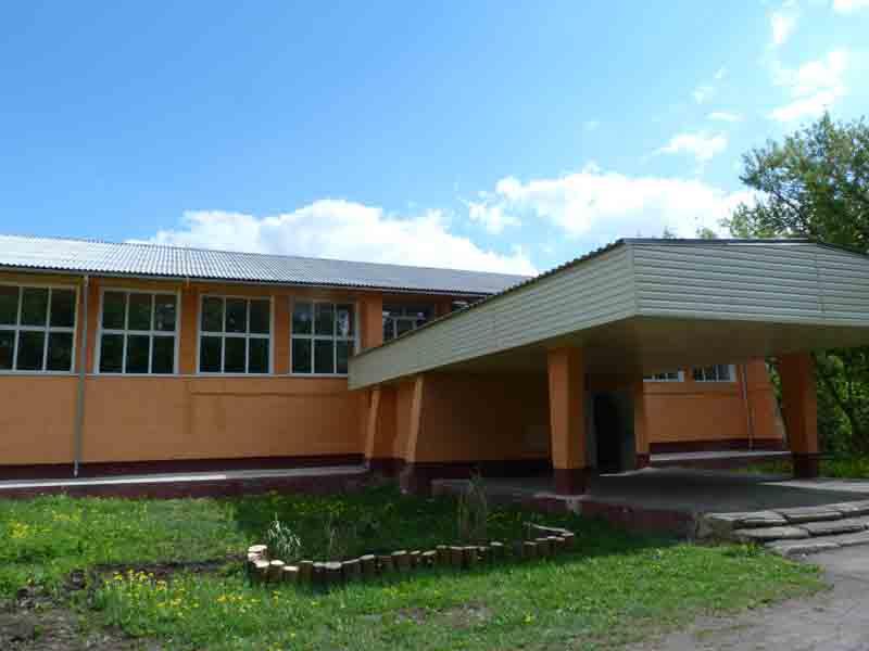Фасад Астапковичского СДК после ремонта